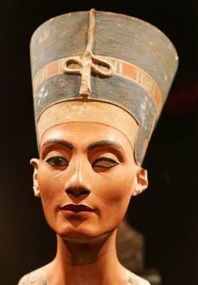 Detrás de las huellas de la bella Nefertiti