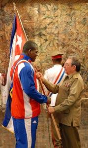 Abandera Raúl a delegación deportiva cubana a Beijing